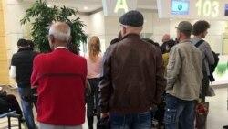 Aşgabadyň aeroportunda onlarça adam ýurduň daşyna goýberilmedi