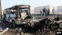 На місці одного з повітряних ударів в Алеппо, 15 грудня 2013 року