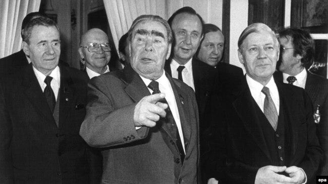 Андрей Громыко, Леонид Брежнев и Гельмут Шмидт. 1982 год