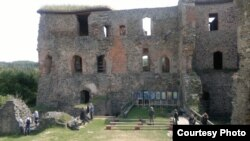 Руіны замку Кракавец, сярэдняя Чэхія