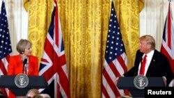 АҚШ президенті Дональд Трамп (оң жақта) пен Ұлыбритания премьер-министрі Тереза Мэй. Вашингтон, 27 қаңтар 2017 жыл.