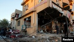 Pamje e një ndërtese pas një sulmi të mbrëmshëm në Bagdad