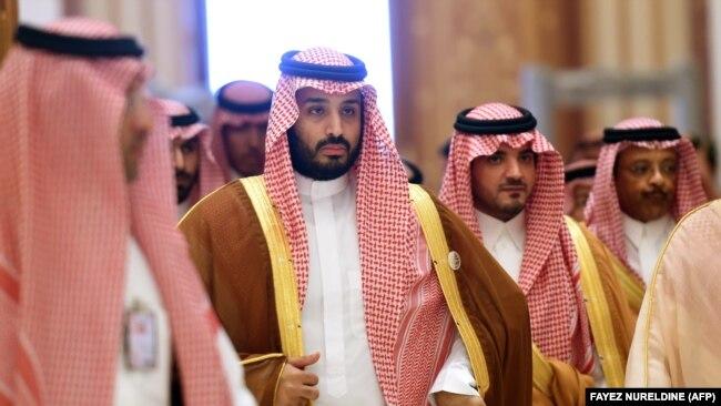 Наследный принц Саудовской Аравии Мухаммед бин Салман (в центре).