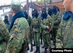 Военнослужащие, которые, как утверждается, находятся на территории тюрьмы в Карабасе. Фото предоставил Вадим Курамшин.