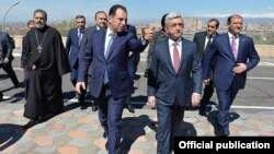Armenia - President Serzh Sarkisian and Defense Minister Vigen Sargsian arrive at a conference venue in Yerevan, 20Apr2017.