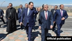 Armenia - President Serzh Sarkisian and Defense Minister Vigen Sargsian arrive at the venue of a conference in Yerevan, 20Apr2017.