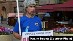 Qırımtatar faali İlyas Eşref Sankt-Peterburgda pikette