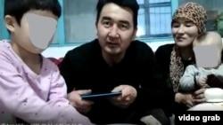 Иманмагзам Токтагазыулы с супругой и двумя младшими детьми.