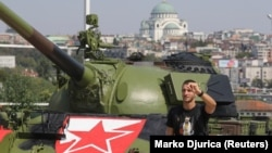 "Tenk ispred stadiona ""Rajko Mitić"""