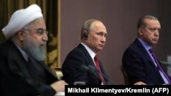 Слева направо: президент Ирана Хасан Роухани, президент России Владимир Путин, президент Турции Реджеп Тайип Эрдоган.