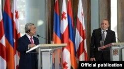 Հայաստանի նախագահ Սերժ Սարգսյանի և Վրաստանի նախագահ Գիորգի Մարգվելաշվիլիի համատեղ ասուլիսը Թբիլիսիում, 18-ը հունիսի, 2014թ.