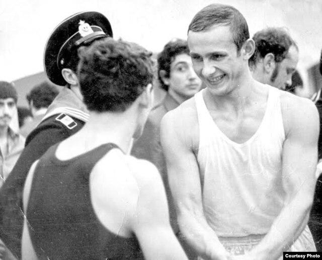 Павал Ляхновіч пасьля выйгрышу накаўтам бою за званьне чэмпіёна Азэрбайджана па боксе. 1975 год
