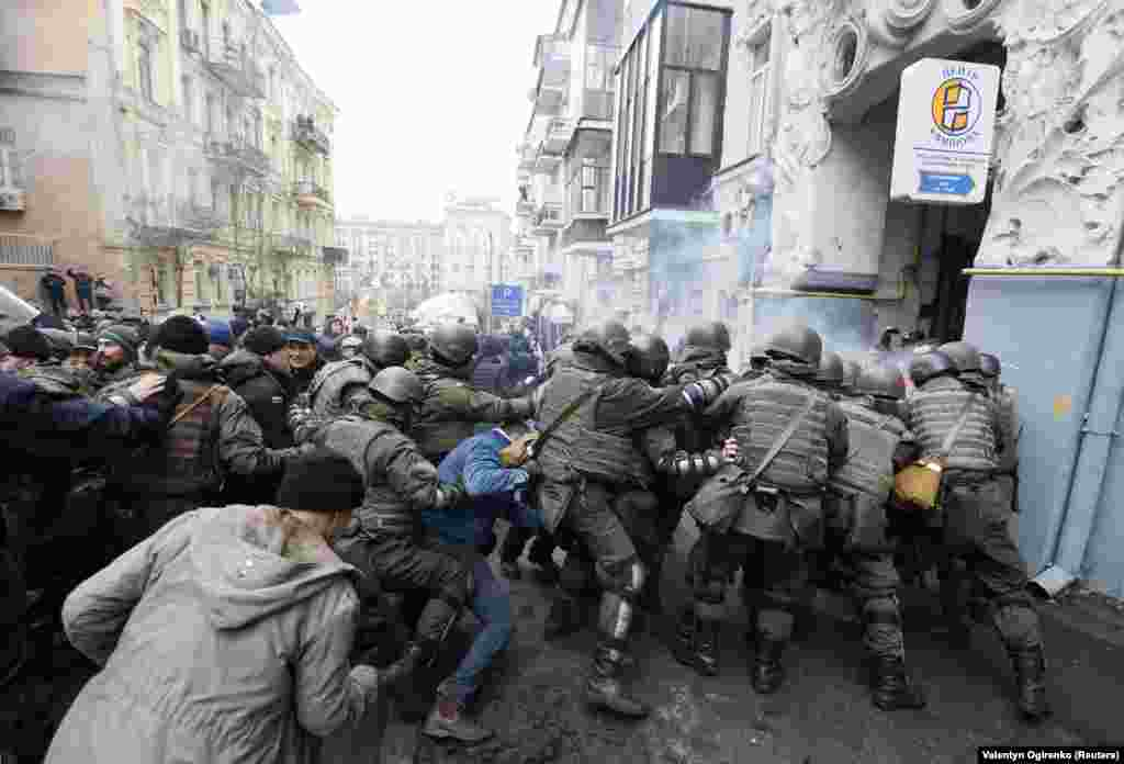Ukrainian police officers clash with supporters of former Georgian President Mikheil Saakashvili during a search of Saakashvili's apartment in Kyiv on December 5. (Reuters/Valentyn Ogirenko)