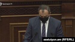 Գլխավոր դատախազ Արթուր Դավթյանը ԱԺ ամբիոնից ներկայացնում է ԲՀԿ առաջնորդ Գագիկ Ծառուկյանին անձեռնմխելիությունից զրկելու միջնորդությունը, Երևան, 16-ը հունիսի, 2020թ.