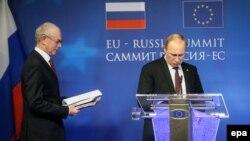 Presidenti rus, Vladimir Putin dhe Presidenti i Këshillit Evropia, Herman Van Rompuy.