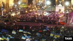 Киевтің Тәуелсіздік алаңындағы наразылық акциялары. Украина, 28 қараша 2013 жыл.