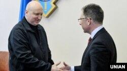 (ліворуч) і спеціальний представник Держдепартаменту США з питань України Курт Волкер. Київ, 24 січня 2018 року