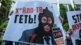 Під час акції «Ідемо на телеміст!» під телеканалом NewsOne. Київ, 8 липня 2019 року