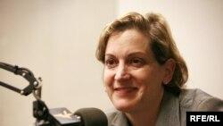 Anne Applebaum în studioul Europei Libere la Praga în 2008