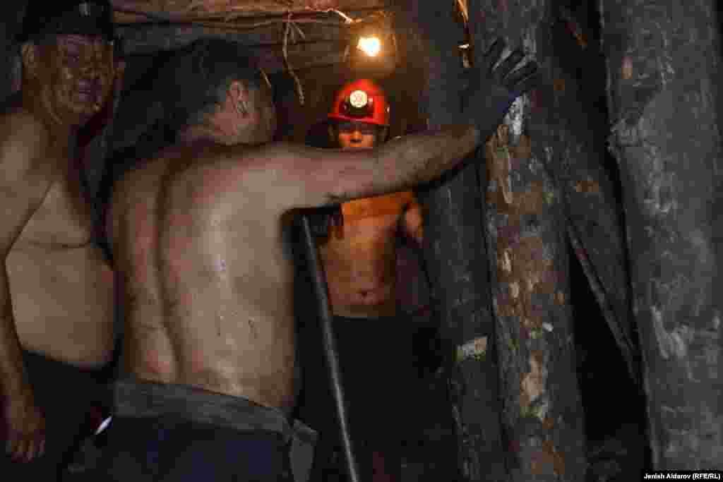 Уголь продают в Ошскую и Джалал-Абадскую области, а также в Таджикистан.