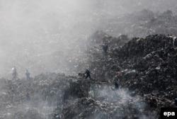 Рятівники на сміттєзвалищі в Грибовичах, 30 травня 2016 року