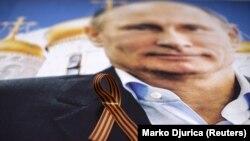 Владимир Путин, церковь, георгиевская ленточка – идеологические символы российского влияния, пропагандируемые Москвой