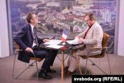 Амбасадар Дзідзье Канэс і журналіст Валер Каліноўскі