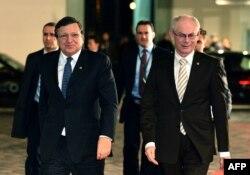Председатель Еврокомиссии Жозе Мануэль Баррозу и глава Европейского совета Херман ван Ромпей отправляются на официальный ужин. Вильнюс, вечер 28 ноября 2013 года