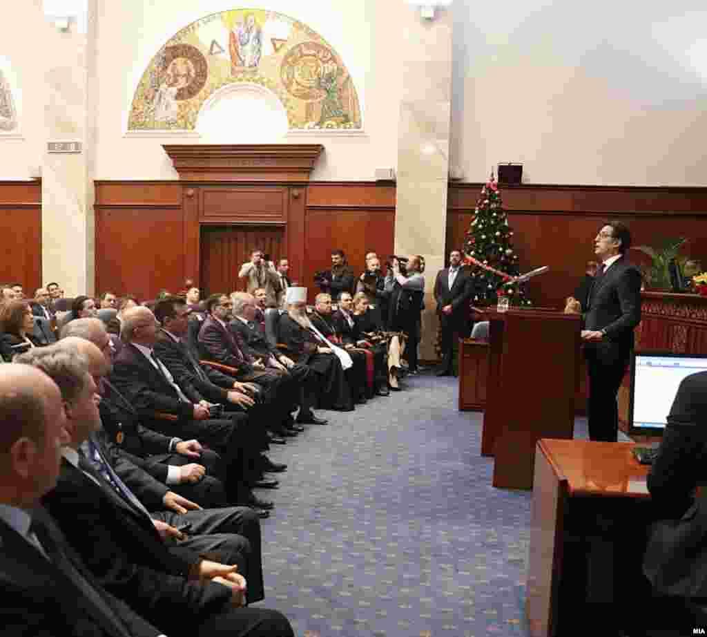 МАКЕДОНИЈА - Претседателот Стево Пендаровски во годишното обраќање пред пратениците во Собранието рече дека целта му била да остане независен, претседател на сите, а не партиски послушник или апологет на некој транзициски олигарх.
