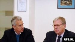 Michael Barone (right) and RFE/RL president Jeffrey Gedmin at RFE/RL's Washington office