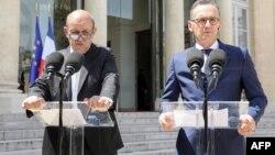 نشست خبری مشترک هایکو ماس (راست) وزیر خارجه المان و ژان ایو لودریان، همتای فرانسویاش در کاخ الیزه.