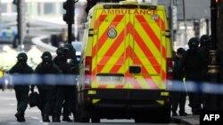 Медики і правоохоронці на місці нападу в Лондоні, Велика Британія, 22 березня 2017 року