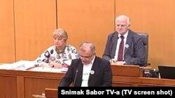 Nedžad Hodžić tokom obraćanja u Saboru o Srebrenici