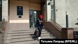 Координатора красноярского штаба Навального Яна Герасимова выходит из здания полиции (архивное фото)