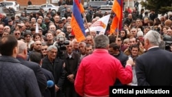 Armenia - Prime Minister Karen Karapetian (C) campaigns for the ruling Republican Party in Aragatsotn province, 22Mar2017.