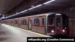 این تصویر از ایستگاه «یونیون»ِ متروی خط قرمز لسآنجلس گرفته شده است. تاریخ تصویر مشخص نیست.