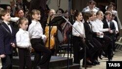 Детский хор Московского академического Музыкального театра имени К.С. Станиславского и Вл.И. Немировича-Данченко во время концертного исполнения оперы Бизе «Кармен», 7 мая 2005