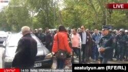 Ցուցարարները փորձում են փակել Մաշտոցի պողոտան, Երևան, 18-ը ապրիլի, 2018թ․