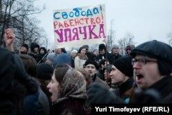 په مسکو کې مظاهره چیان په انتخباتو کې د ادعا شویو درغلیو ضد راوتي دي