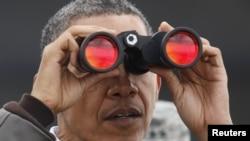 رئیس جمهور آمریکا با حضور در منطقه مرزی بین دو کره، از بالای برج دیدهبانی کره جنوبی را از نظر گذراند- ششم فروردینماه ۱۳۹۱