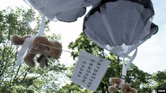 Teddy bears bearing pro-democracy messages were parachuted into the outskirts of Minsk earlier this year by a Swedish light aircraft, which had reportedly entered Belarusian air space via Lithuania.