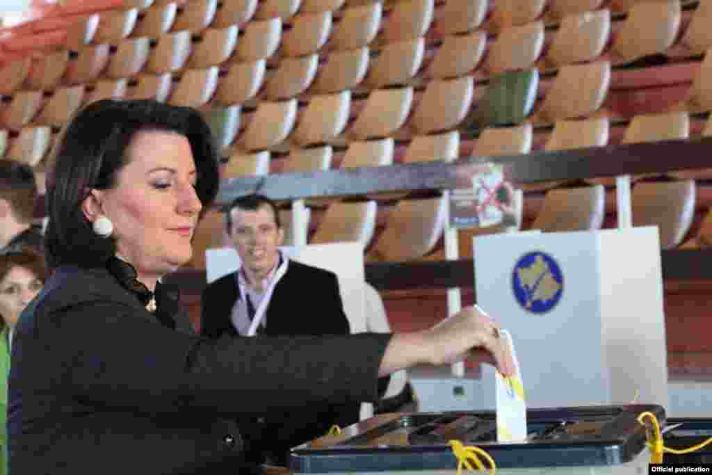 Kosovar President Atifete Jahjaga voted early on election day. She called the November 3 voting a test of the country's maturity.