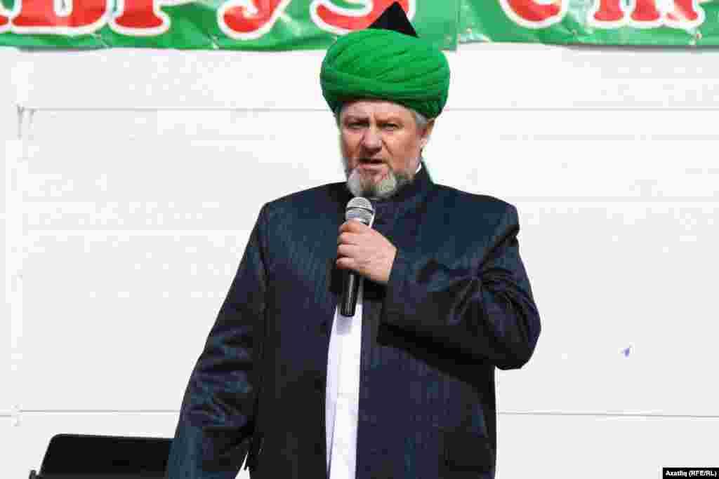 Альтернатив Нәүрүз Уфаның Гуфран мәчете имамы Нур Хаҗи хәзрәт чыгышы белән башланды
