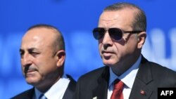 Turkish President Recep Tayyip Erdogan (right) and Foreign Minister Mevlut Cavusoglu