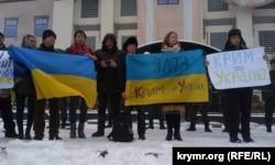 Пікет переселенців із Криму біля Посольства Росії в Україні