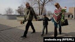 Андрэй Саньнікаў з сынам Данікам і жонкай Ірынай Халіп
