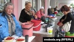 Чарніцы на гомельскіх рынках прапануюць на кожным кроку