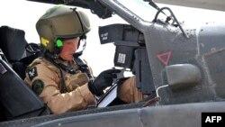 Princi Heri është edhe pilot i helikopterëve Apaç.
