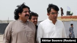Ali Wazir (L) and Mohsin Dawar, leaders of the Pashtun Tahaffuz Movement (PTM) walk at the venue of a rally in Karachi, May 2018.