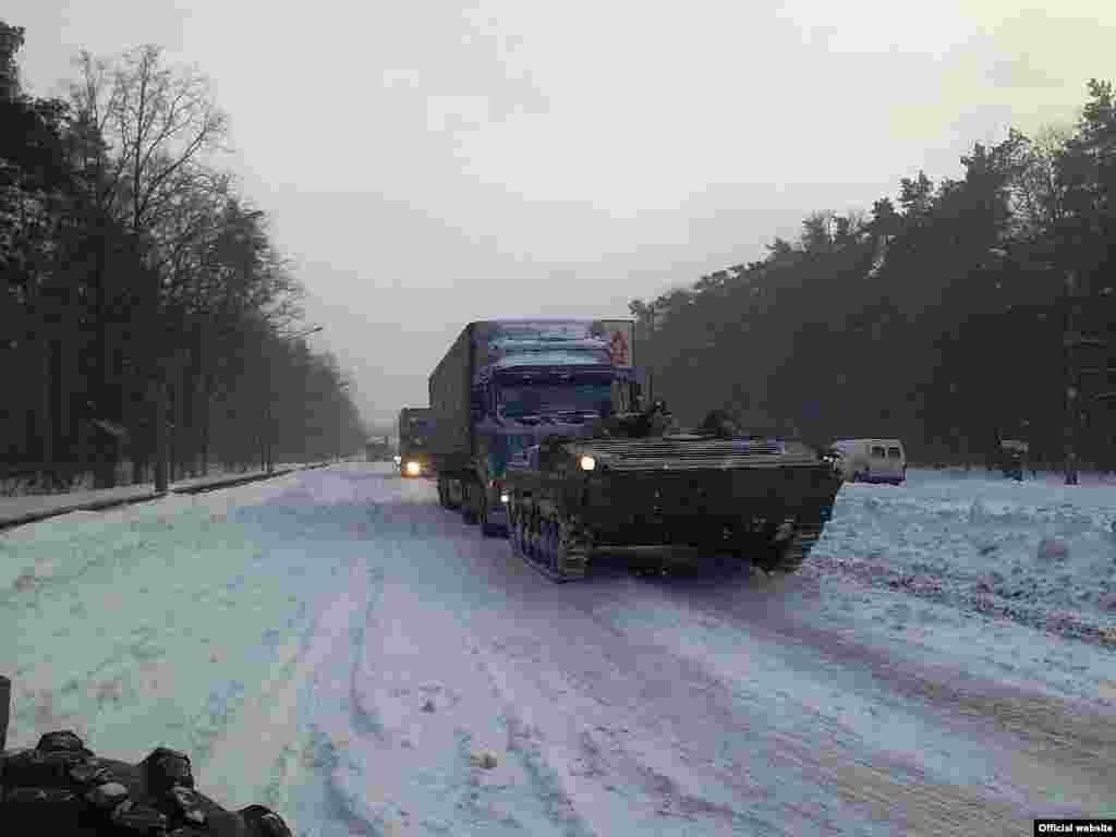 Військова техніка на дорогах під Києвом (фото користувача Володимир з форуму: http://www.offroadmaster.com)